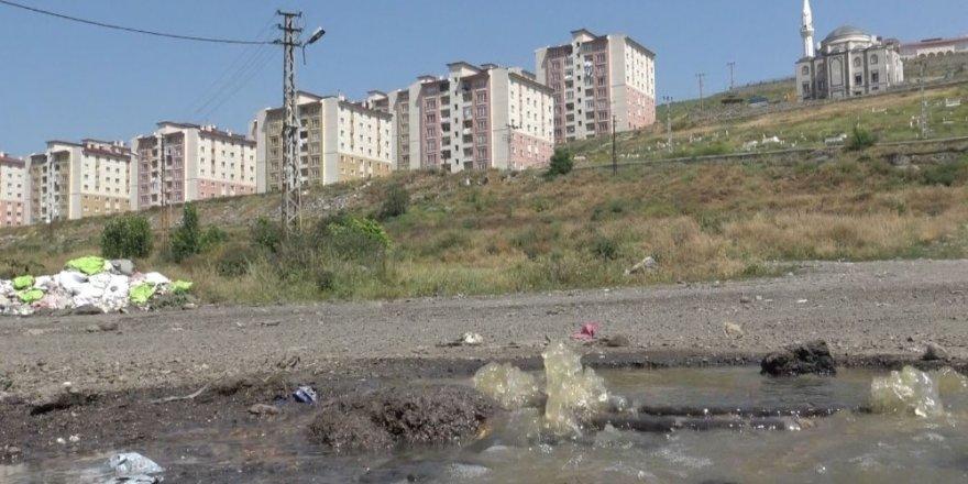 Kars'ta Kanalizasyon Dereye Akıyor