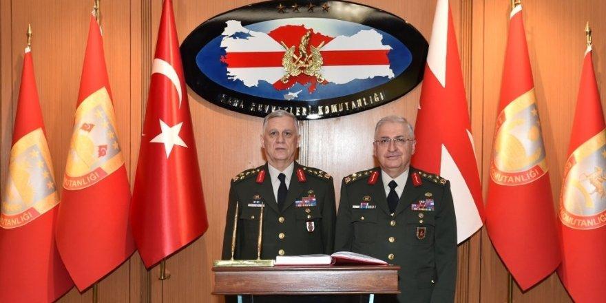'Kara Kuvvetleri Komutanlığı'nda Tören