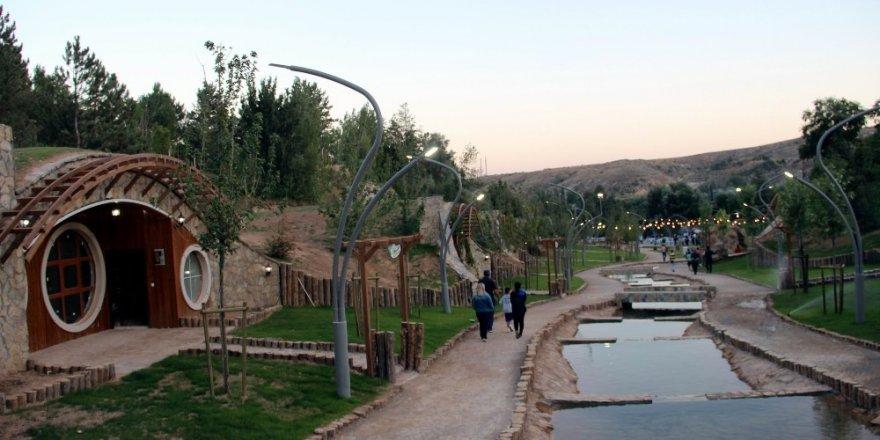 Sivas'ta 'Hobbit' Tatil Köyü