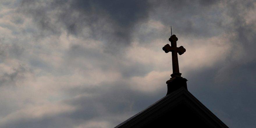 İtalya'da Rahiplerin 'Pedofili' Skandalı