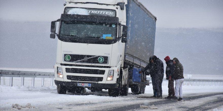 Kar Yağışı Sürücüleri Zorladı