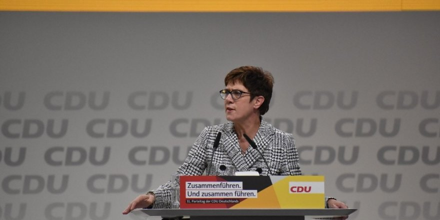 Merkel'in Halefi Karrenbauer Oldu