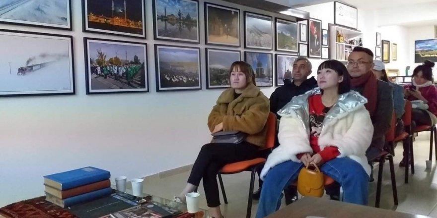'Çinli Bloggerler'den Galeri Ziyareti