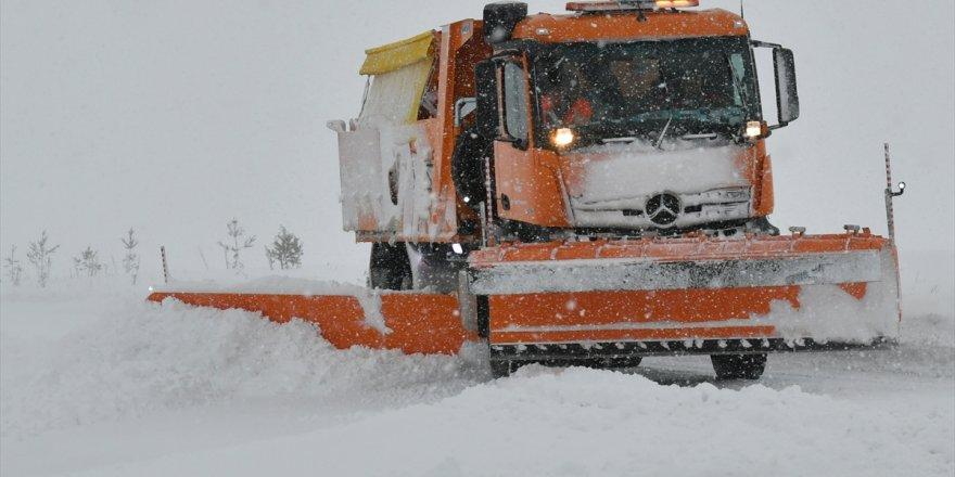 Kars'ta 17 Köy Yolu Ulaşıma Kapandı