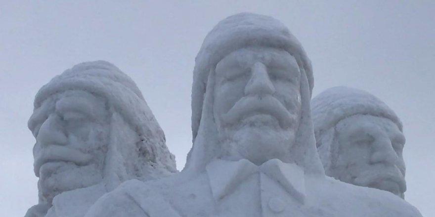 Sarıkamış'a 'Kardan Heykeller' Yapıldı