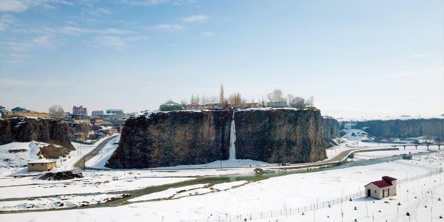 Diyadin'de 30 Metrelik Buz Sarkıtları