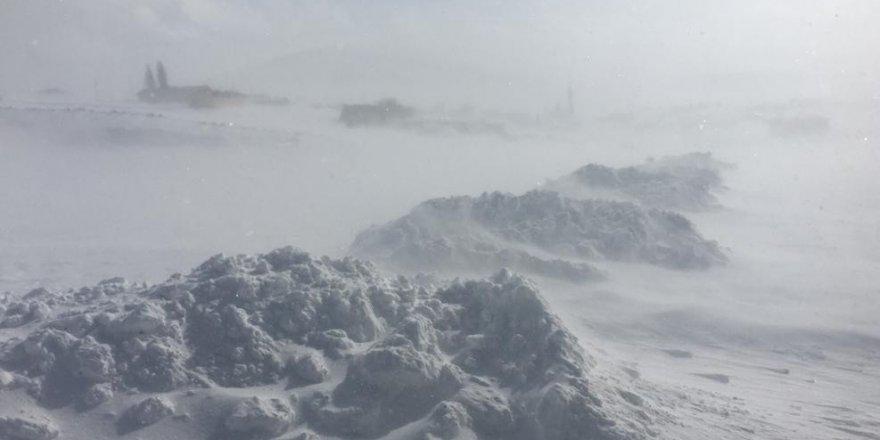 Kars-Göle Yolu Ulaşıma Kapandı