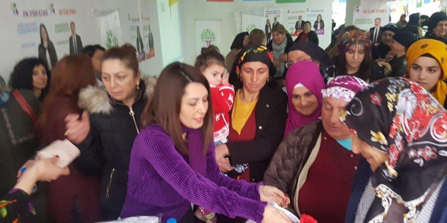 'HDP'li Kadınlar'dan 8 Mart Kutlaması