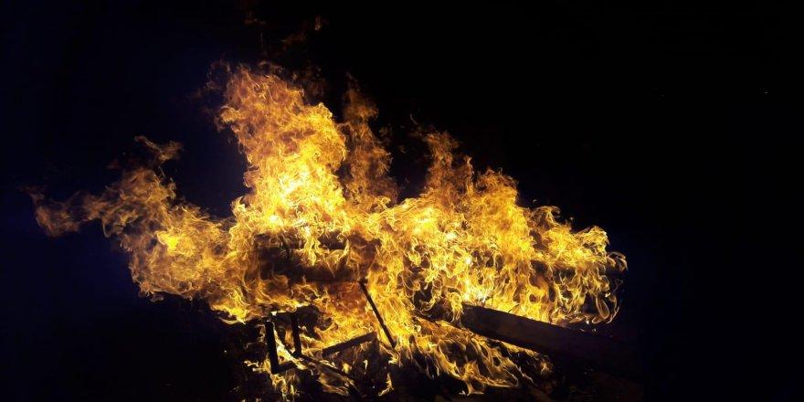 Kars'ın Halefoğlu Köyünde Ot Yangını