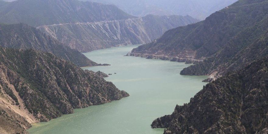 Baraj Gölü 'Yeşil'e Büründü