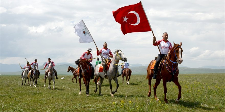 Jandarma'ya Ciritli Kutlama