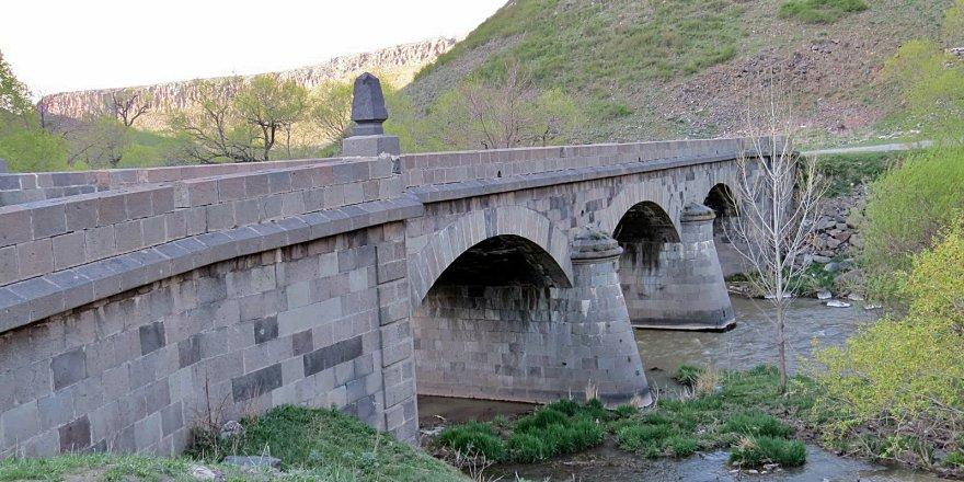 Tarihi 'Taş Köprü' Onarılıyor