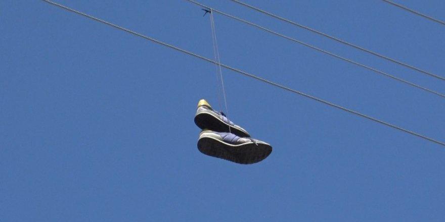 Tele Atılan Ayakkabı 'Trafo'yu Yaktı