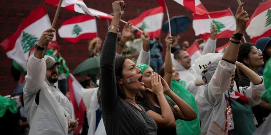 Lübnan'da Hükümet İstifa Etti