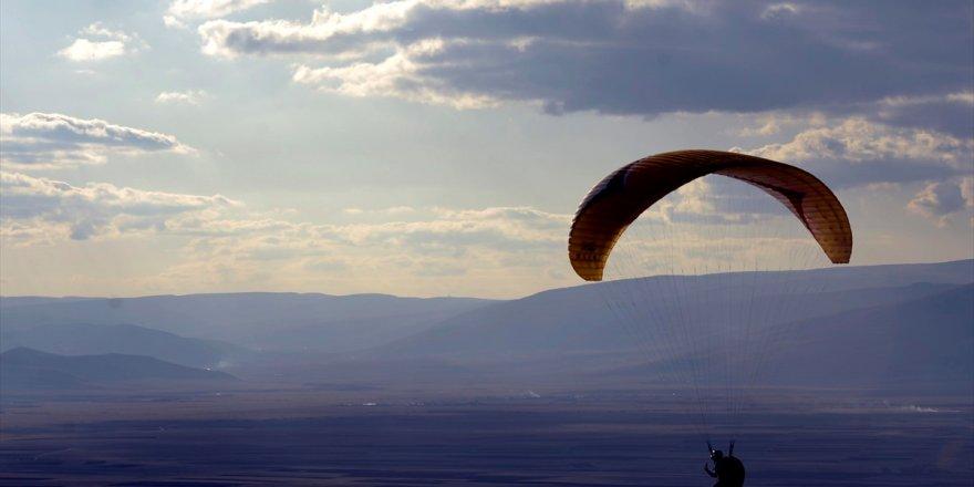 Ardahan 'Yamaç Paraşütleri'yle Şenlendi