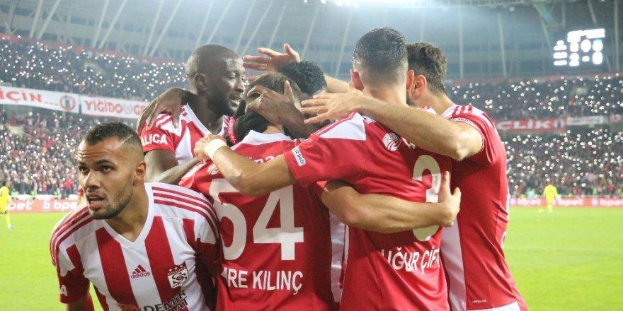 Sivasspor, Fenerbahçe'yi 3-1 Yendi