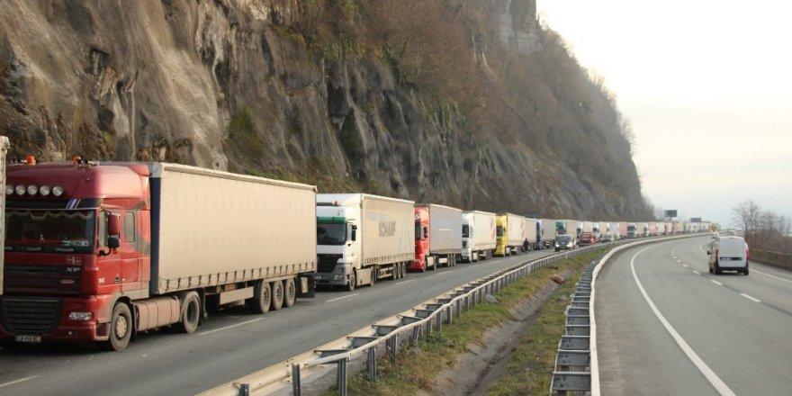 Sarp'ta TIR Kuyruğu 12 km'ye Ulaştı