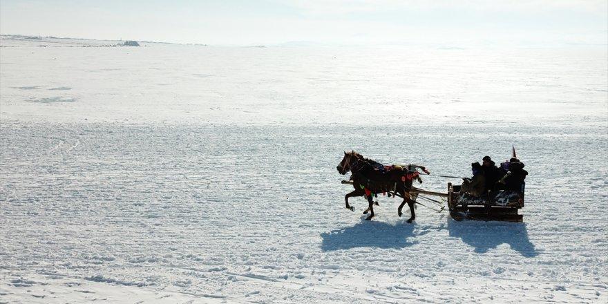 Turistlerin Vazgeçilmez Adresi Çıldır Gölü