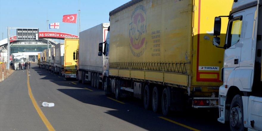 """Türkiye'nin """"Gürcistan Sınır Kapıları""""nda Yoğunluk"""