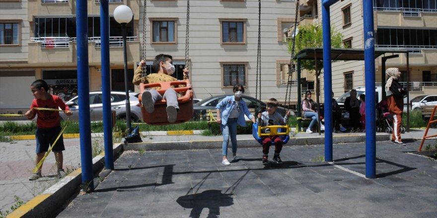 Çocuklar Uzun Bir Aradan Sonra Sokağa Çıktı