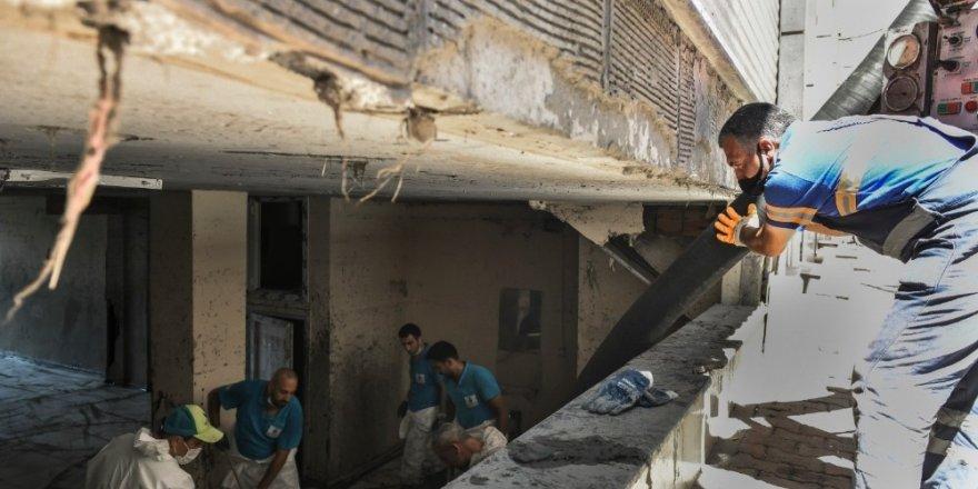 Esenyurt | Sel Sonrası Çamur ve Balçık Temizlendi