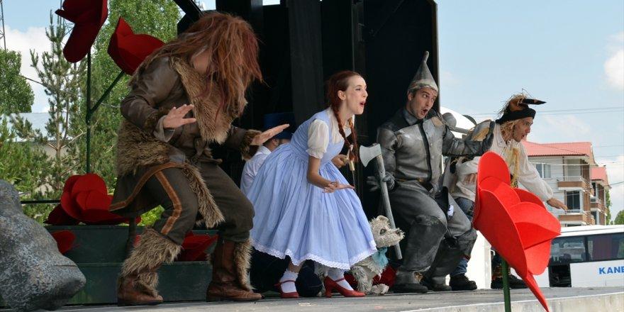 Kamyon Tiyatrosu'ndan 'Oz Büyücüsü' Oyunu