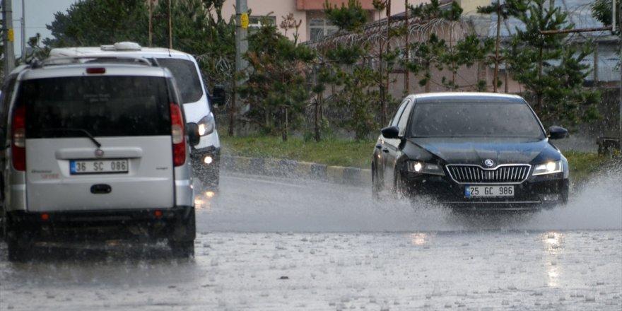 Kars ve İlçelerinde Sağanak Yağış ve Dolu