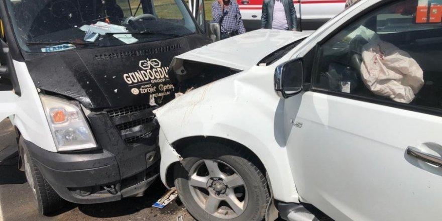 Ardahan'da Trafik Kazası: 8 Yaralı