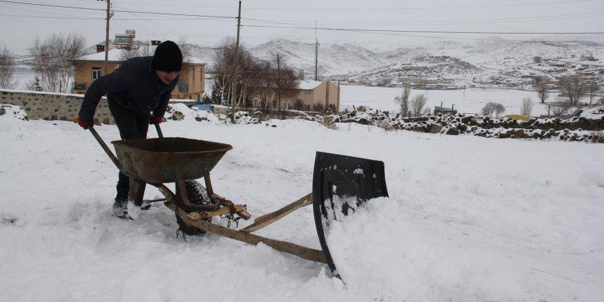 13 Yaşında 'Kar Küreme' Aracı Yaptı