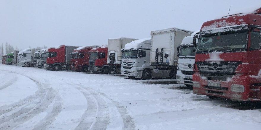 Iğdır | Doğubayazıt Yolu 'TIR' Trafiğine Kapatıldı