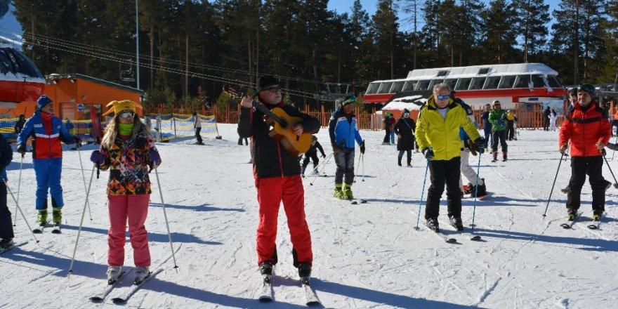Sarıkamış | Gitar Eşliğinde Kayak Yaptılar