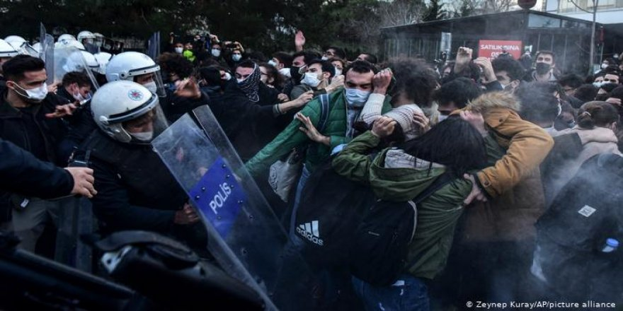 İstanbul   Boğaziçi Üniversitesi'nde 'Rektör' Protestosu