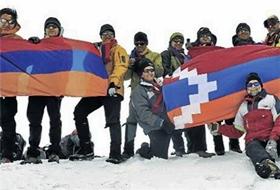 Diaspora, Ağrı'ya Ermenistan Bayrağı Dikti!