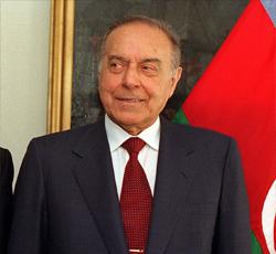 Haydar Aliyev Kars'ta ANILDI
