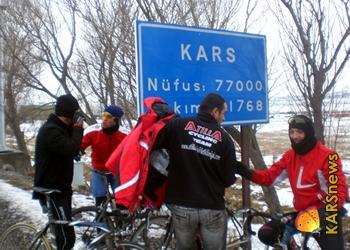 Bisikletçiler Kars'a ULAŞTI