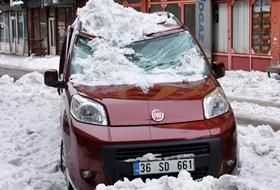 Çatıdan Düşen Buz ve Kar KORKUTTU