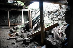 Yağmur &#39Toprak Damlı&#39 Evleri YIKTI