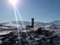 Turizmciler Kars'ın Tarihi ve Kültürel Yerlerini Gezdi