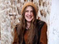 'Kırmızı Fularlı Kız' Hayatını Kaybetti