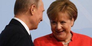 Putin ve Merkel, Nükleer Krizi Görüştü