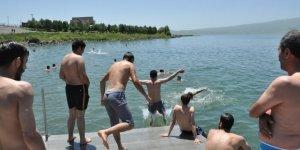 Bunaltıcı Sıcakların Çaresi 'Çıldır Gölü'nde