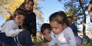 """Göçmen Çocuklara """"Resimle Terapi"""""""