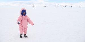 Çıldır Gölü'nde Buzlar Çözülüyor