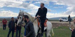 Ayhan Bilgen 'Cirit' İzledi 'At' Bindi