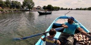 Çıldır'da Balıkçılar Av Mesaisinde