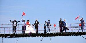 Asma Köprüde Düğün Yaptılar