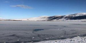 Aktaş Gölü Kısmen Buz Tuttu
