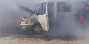 Donan Minibüs, Altında Ateş Yakılırken Yandı