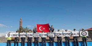 Kars'ta Polis 'Evde Kalın' Çağrısı Yaptı