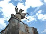 Atatürk Heykelinin Taşları Dökülüy&#111r!